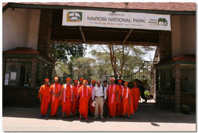 Acharya Swamishree, Sant mandal and disciples pose for a group photo at the entrance of the Nairobi National Park