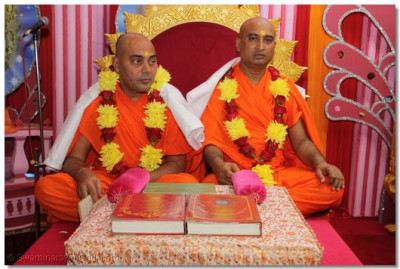 "Recital of the ""Shree Swaminarayan Gadi Granth"" by sants"