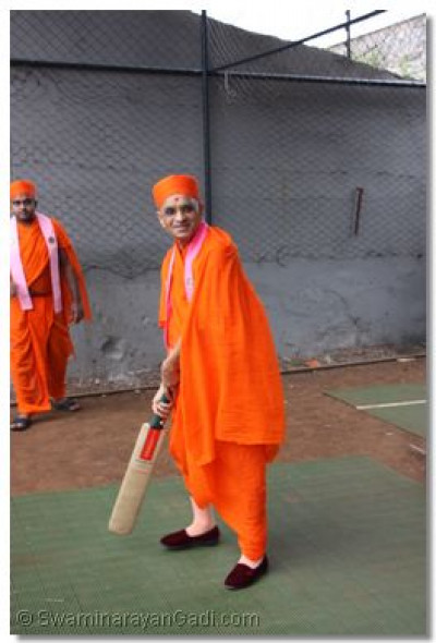 Acharya Swamishree ready to face the bowler