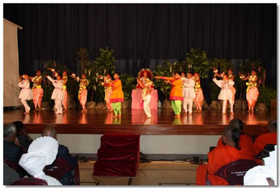 Young devotees perform to please Lord Swaminarayan