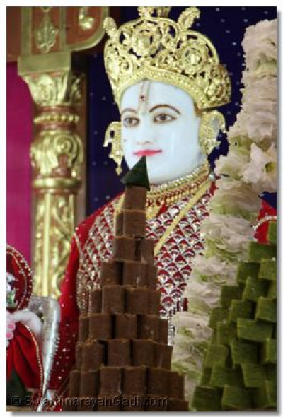 Sweets offered to Lord Swaminarayanbapa