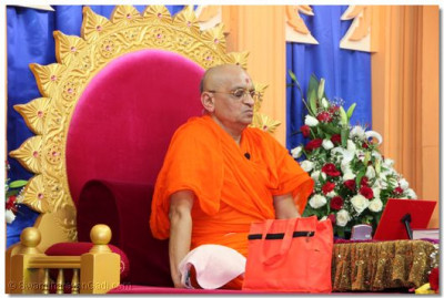 "Acharya Swamishree shows an expression of a ""gloomy face"" during the blessings"