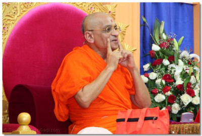 "Acharya Swamishree shows an expression of a ""happy face"" during the blessings"
