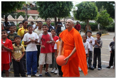 Acharya Swamishree kicks off the sporting activities