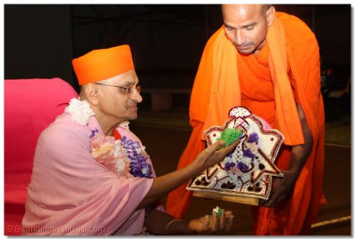 An offering to Harikrishna Maharaj