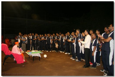 Players perform aarti during the closing ceremony