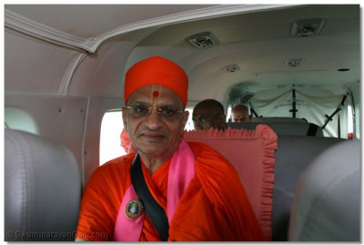 Divine darshan of Acharya Swamishree in the plane