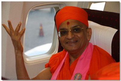 Acharya Swamishree in the plane