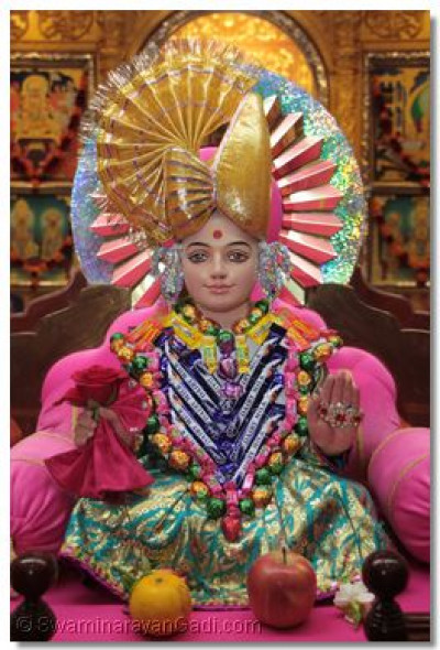 Lord Swaminarayan adorned with confectionery chadar