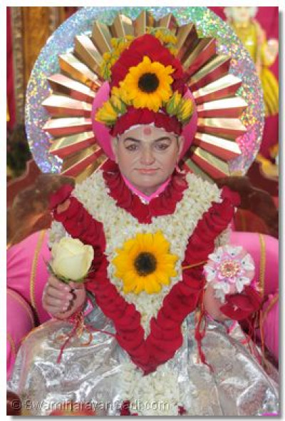 Shree Abji Bapashree adorned with a flower chadar and mugat
