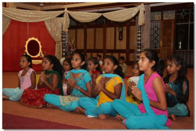 "Young devotees commence the evening programme with a prayer ""Maat Tame Chho Prabhuji Amara"""