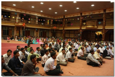 Devotees listen to ashirvad