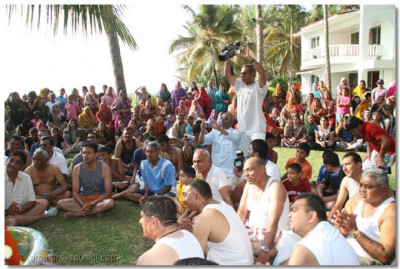 Disciples gathered for the Panchamrut Snan ceremony