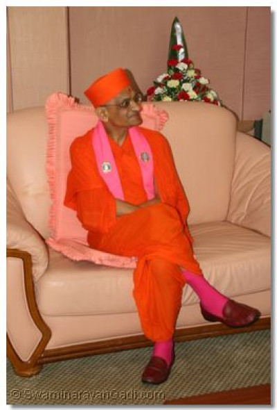 HDH Acharya Swamishree at VIP lounge, JKIA