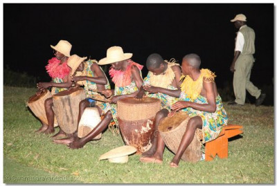 Traditional dancers entertain the crowd at Mweya Lodge