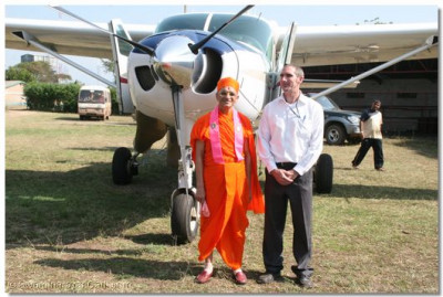 The pilot with HDH Acharya Swamishree