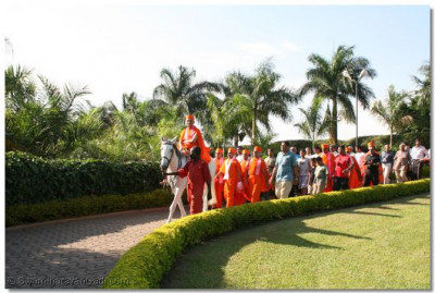 HDH Acharya Swamishree arrives at Speke Resort and Complex Centre, Munyonyo