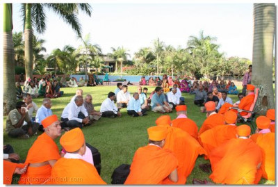 Sant mandal and devotees in hotel garden, Munyonyo