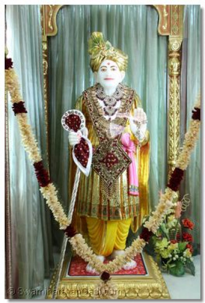 Divine darshan of Jeevanpran Abjibapashree