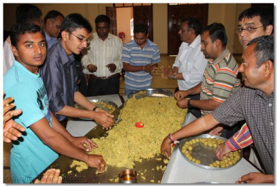 Over a hundred disciples young and old had come early in the morning to prepare prasad thaar