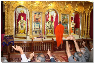 His Divine Holiness Acharya Swamishree begins the 11th Anniversary spiritual ceremony