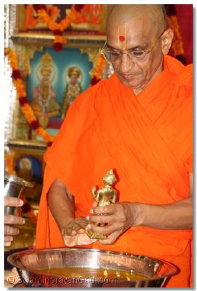 His Divine Holiness Acharya Swamishree dries Shree Harikrishna Maharaj