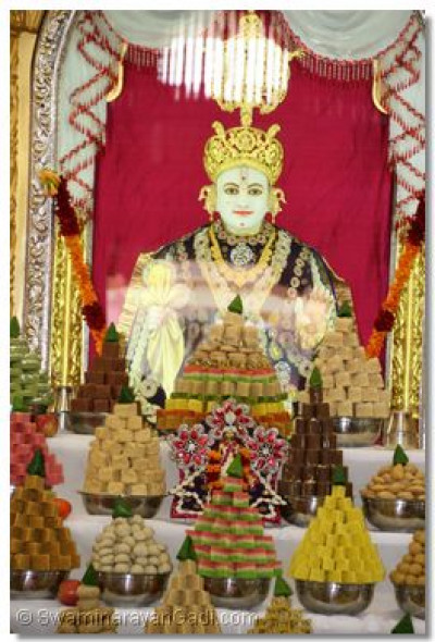 Divine darshan of Lord Shree Swaminarayan and the ankot