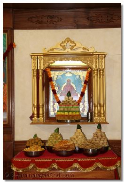 Divine darshan of Jeevanpran Shree Muktajeevan Swamibapa and the ankot