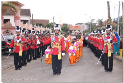 Sahi Swagat boys march with the band