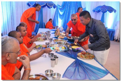 The luncheon in HH Swamibapa Hall