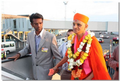 HDH Acharya Swamishree ready for departure