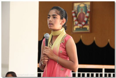 A young student sings kirtan