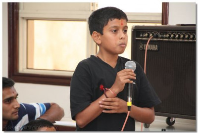 One of the students narrate a story