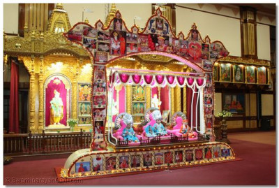 Hindola decorated with images of HDH Acharya Swamishree's visit to Nairobi