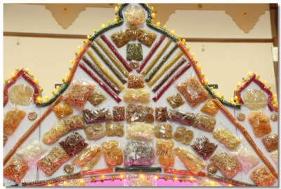 "Hindola decorated with ""farshan"" items"