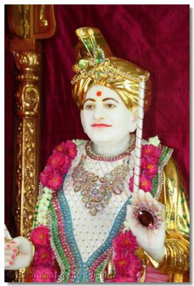 Divine darshan of Shree Abjibapashree