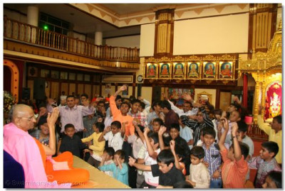 The night concluded with devotees take part in sanero