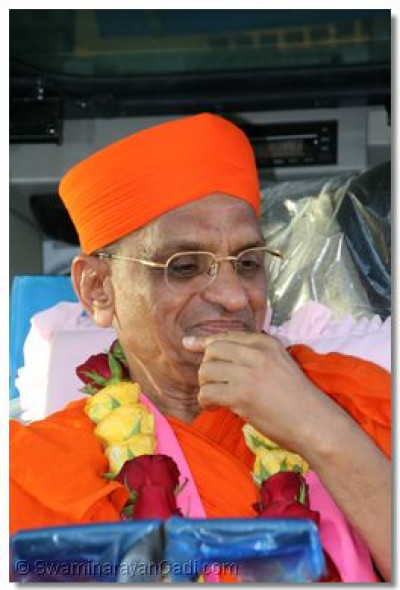 The divine darshan of Acharya Swamishree seated in one of the vehicles