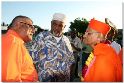 Mombasa Mayor Ahmed Mohdhar comes to recieve the blessings from the Lord