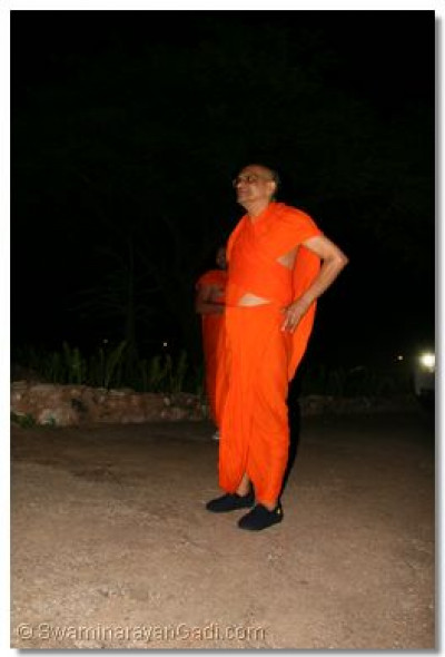 Acharya Swamishree takes a look at the night ahead and the scenery around him