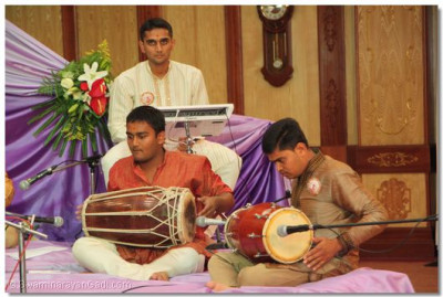The drummers give excellent beat during the Qawwali Nite