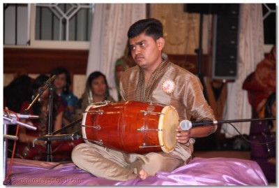 The drummer gives excellent beat during the Qawwali Nite