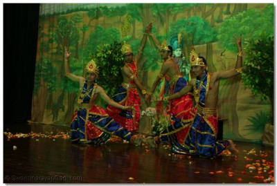 One of the artistic formations during prarthna nrutya