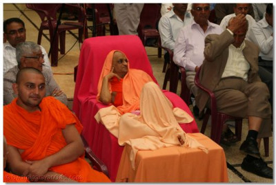 HDH Acharya Swamishree watching the play