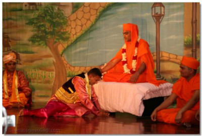 Abhesinh at the lotus feet of Gopalanand Swamibapa