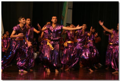 Devotees peform closing ceremony dance to mark end of two month long Dashabdi Mahotsav