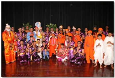 Drama participants with HDH Acharya Swamishree