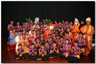 All the participants with HDH Acharya Swamishree