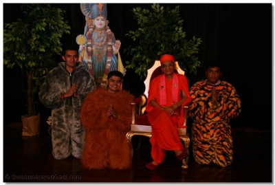 Devotees with HDH Acharya Swamishree