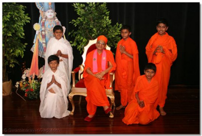 Young devotees who took the role of sants and parshad